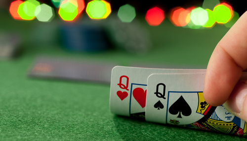 Playing the Live Poker Games